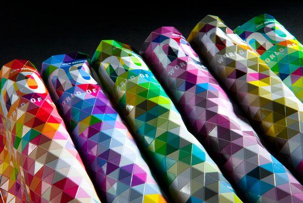 Conception ingénieuse de la couverture du Magazine Novum par Paperlux, un studio de design de Hambourg, en Allemagne.Magazine Covers, Novum, Inspiration, Buckminster Fuller, Graphicdesign, Paper Sculpture, Graphics Design, Covers Design, Magazines Covers