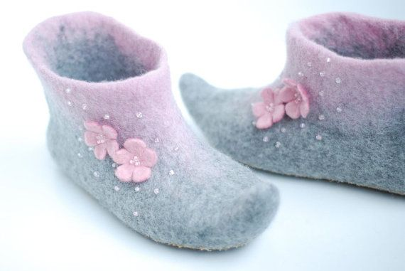 Felted slippers Alice in grey&candypink by zavesfelt on Etsy, $71.00
