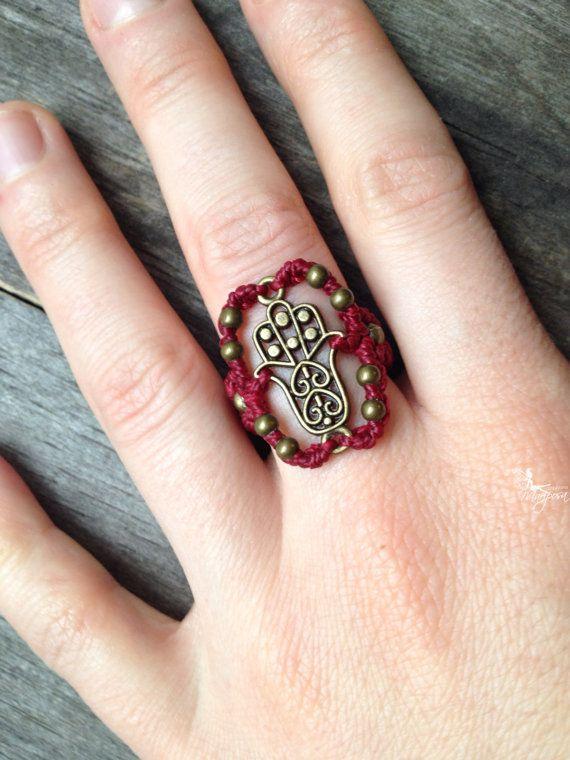 Micro Macrame Ring fatima hand in cherry red par creationsmariposa, $25.00