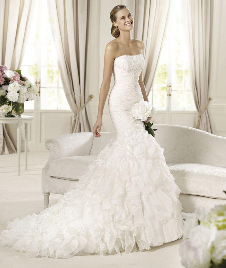 Pronovias presents the Davinia wedding dress. Glamour 2013. | Pronovias I love this one!