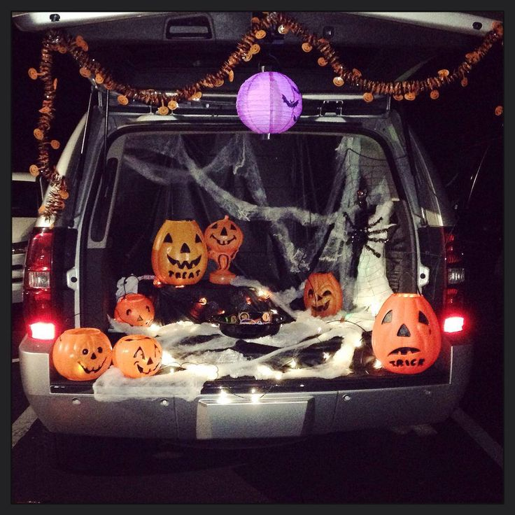 Fall Trunk Or Treat Using Dollar Store Table Cloths