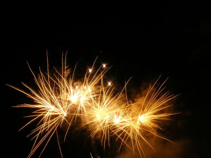 https://flic.kr/p/349hys | Fireworks | Bright golden firework.