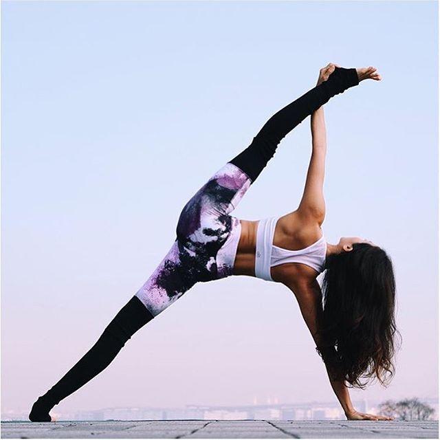 Seon Arai in Alo Yoga Goddess Legging #yoga #yogainspiration