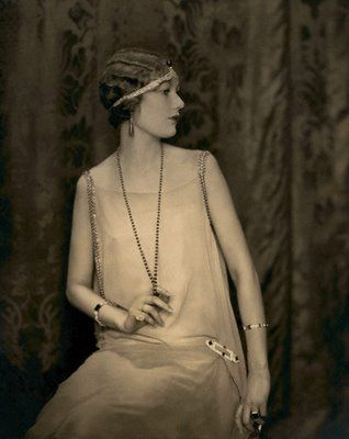 I like that the necklace is more plain, and isn't sparkly. 1920's flapper with headband
