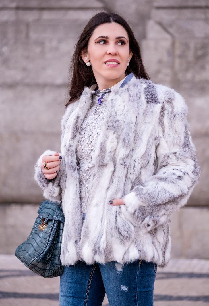 Brooches: are them an old women accessory? -  #Asos #Bag #bamboo #Bershka #Blue #Brooch #cableknit #coat #croc #crystal #fauxleather #furcoat #Grey #Jeans #Jumper #Knit #ladylike #Lanidor #Mango #overthekneeboots #seahorse #Sfera #shirt #silver #Stradivarius #Stripes #Suede #swarovski #white