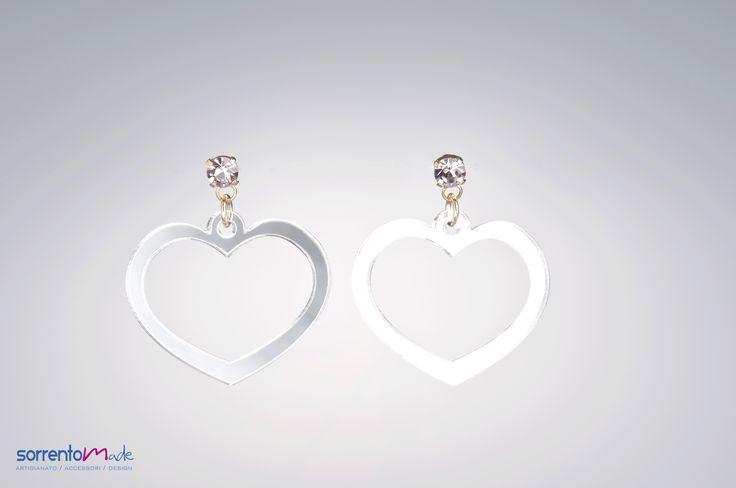 CUORE SOFT Delicati e minimal questi romantici orecchini da indossare di giorno e di sera in ogni occasione.