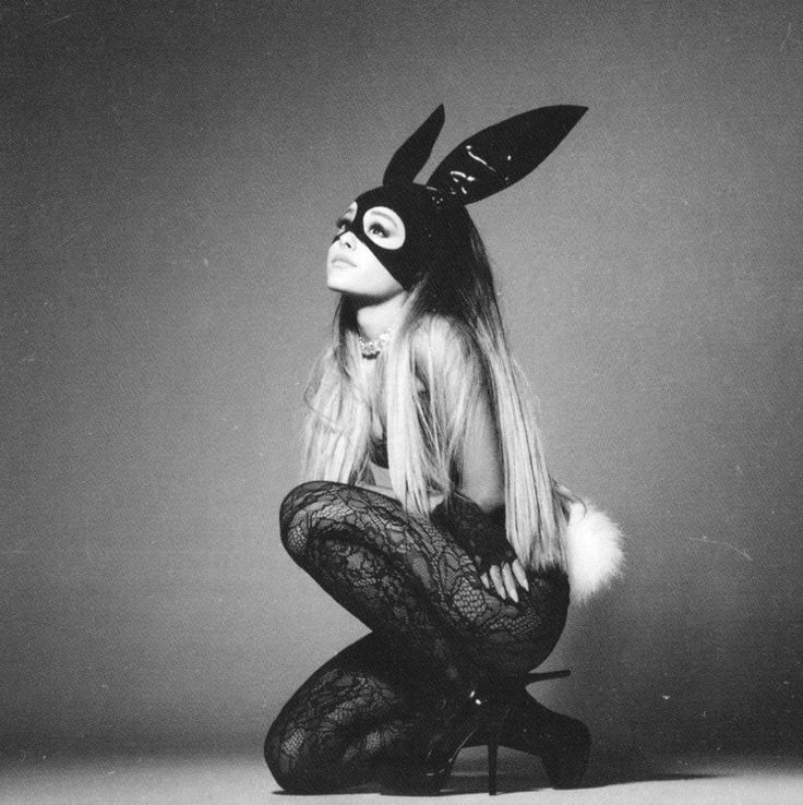 I'm not a fan of Ariana Grande but I really liked her new album Dangerous Woman. She's showed a mature side that I never thought she would have. I can't stop listen all those songs (and I'm talking about deluxe's edition).