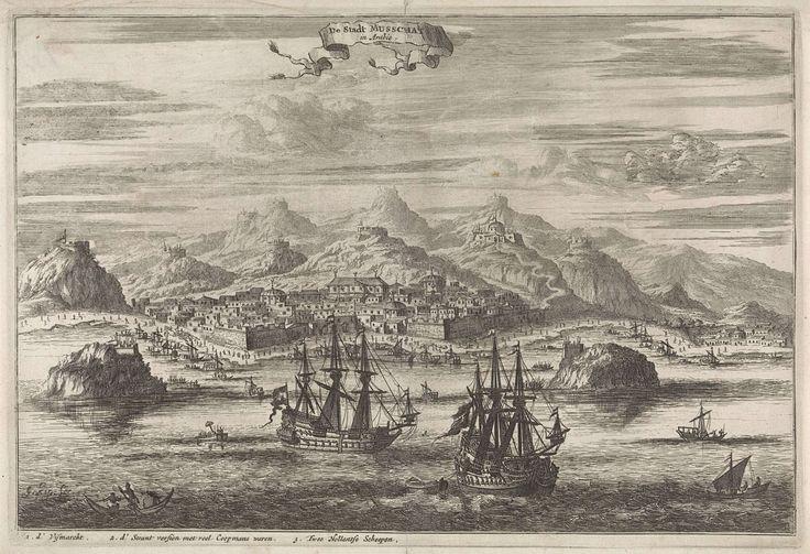 Johannes Kip | Gezicht op Musschat, Johannes Kip, 1682 | Aan de kust voor de heuvels ligt de Arabische stad Musschat. Op de voorgrond twee Hollandse schepen en andere boten. Op het strand voor de stad wordt koopwaar aangeboden. Linksonder in de marge een legenda.