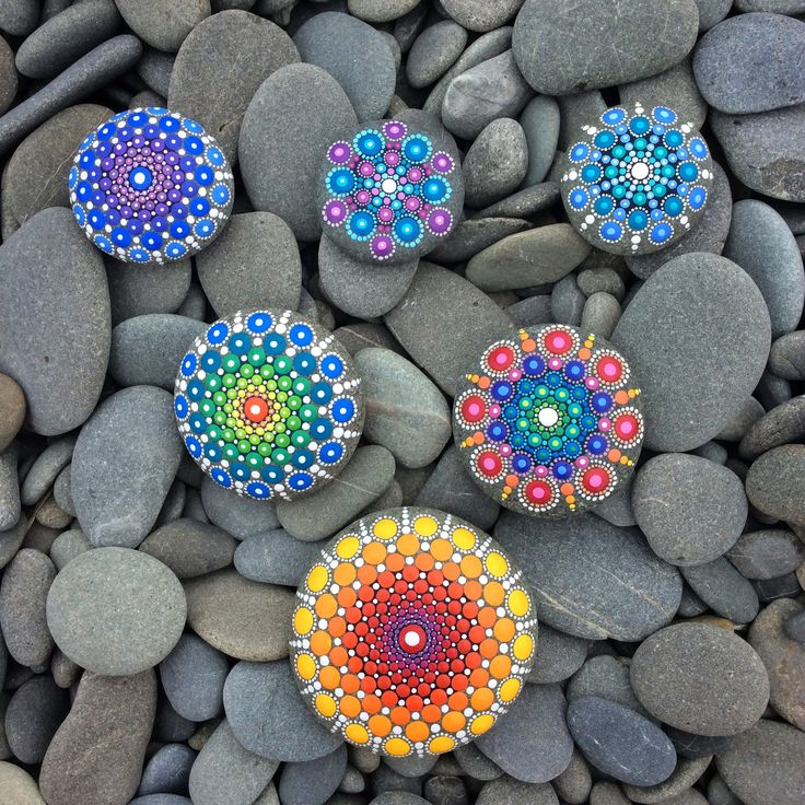 Triangle of mandala stones be Elspeth McLean #rockart #mandalastone #elspethmclean