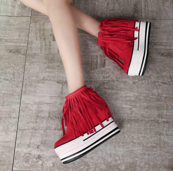 Купить товар2017 новых Корейских бахромой сапоги Осенью и зимой, а также бархатные сапоги в склон с высокими сапогами Сыпучих обувь в категории Ботильонына AliExpress. цвет: черный, красныйс высокой: 11 смводонепроницаемый: 5 смразмер:США 4,США 4.5, США 5, США 6, СШ