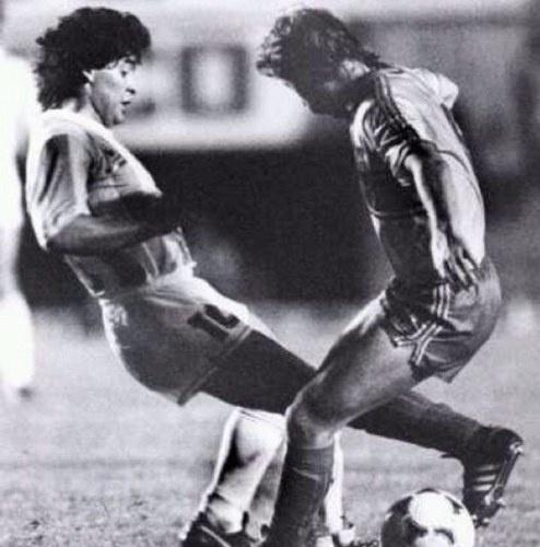 Maradona (Argentina) and Aguinaga (Ecuador)