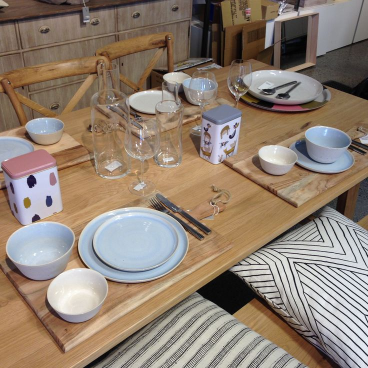 We are loving the blue Finch dinnerware this season!