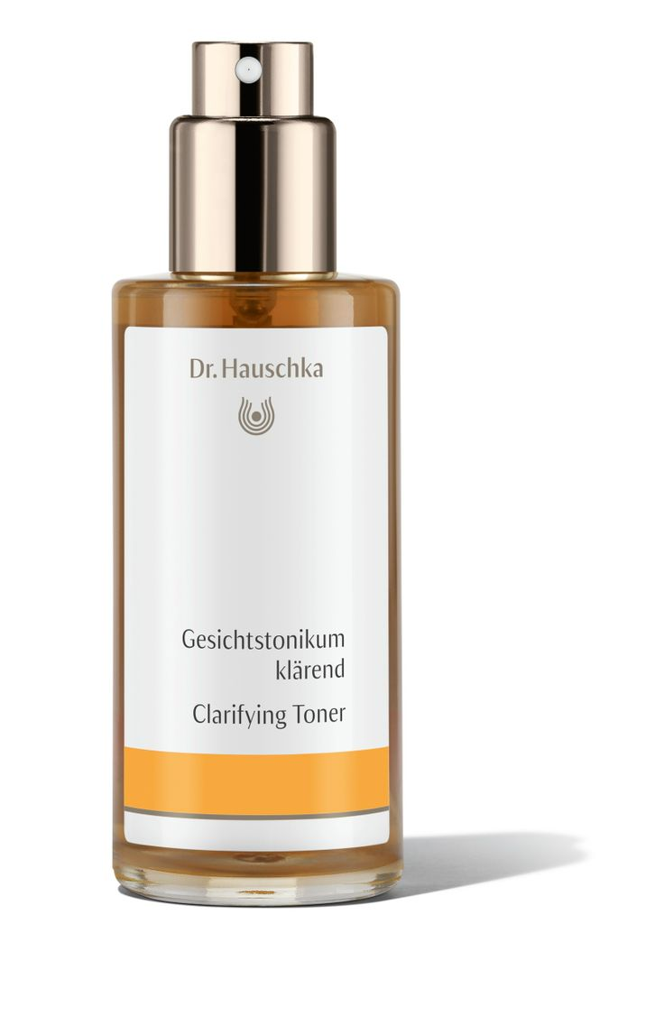 Clarifying Toner in a new design and with optimised product information. Specially formulated for oily or blemished skin, Clarifying Toner balances excessive oiliness, soothes redness and irritation and minimises the appearance of blemishes, blackheads and enlarged pores. Formulation: Daisy and nasturtium minimise the appearance of blackheads and blemishes, visibly refine pores and reduce excessive oiliness. Anthyllis balances skin for a calm, even appearance.
