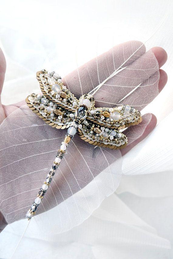 Broche libélula bordado delicado naturaleza única artesanal