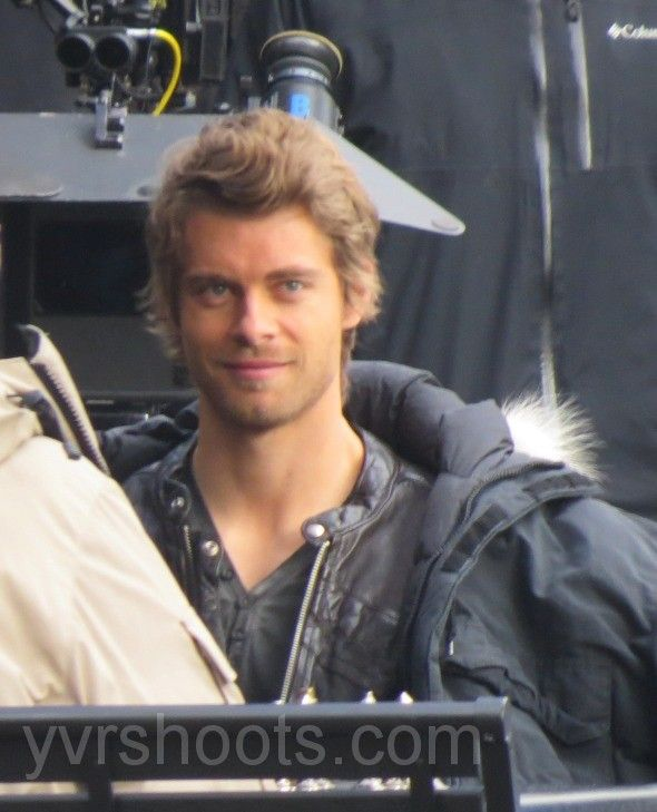 SHOOT: THE TOMORROW PEOPLE's Luke Mitchell & Mark Pellegrino Play Chess in Yaletown | yvrshoots