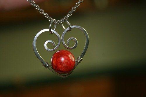 Přívěšek - srdce - mořský korál - chirurgická ocel #handmade #valentyn #valentin #valentine #privesek #privesok #srdce #tvoreni #ocel #tepani
