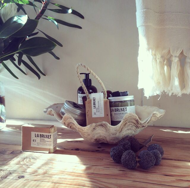 LA BRUKET Certified Organic Skincare | Bedouin Societe Turkish Hand Towel & Tade Pumice, all available in store | Natives by Shady Fig Florist, Berry | Styling by @bec_riles |