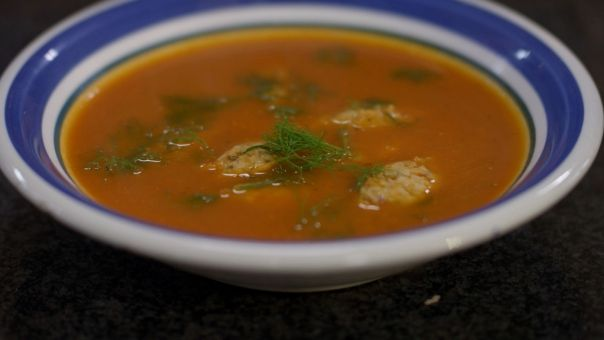 Eén - Dagelijkse kost - tomaat-venkelsoep met dumplings van kip en spek