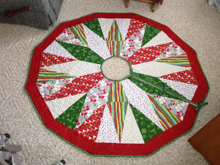Quilted Christmas Tree Skirt Pinterest : 17 Best images about Quilted Christmas Tree skirt on Pinterest Beautiful, Quilt and Shops