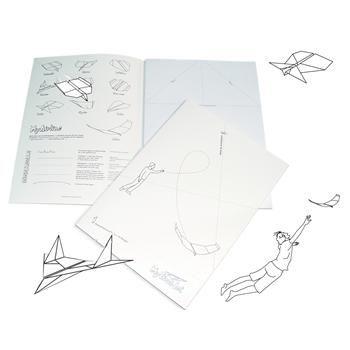 QUADERNO MY FIRST JET. 100 pagine tracciate per costruire 10 volte, 10 modelli di aereoplanini di carta. Istruzioni in tedesco/inglese.
