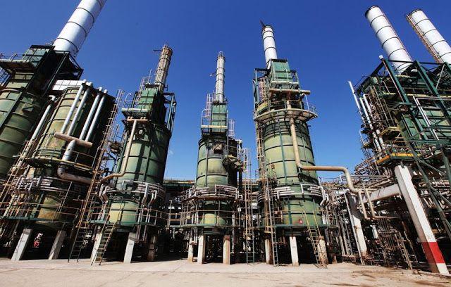 Blokade minyak Libya berakhir  Kilang minyak di Libya  Para pengunjuk rasa di Libya sepakat membuka blokade saluran pipa di ladang minyak Sharara dan El Feel Libya. Sumber dari industri perminyakan dan pejabat terkait pada Rabu (14/12) mengatakan bahwa produksi dapat dimulai dalam beberapa hari ke depan. Pembukaan kembali ladang menambah produksi minyak sebesar 365.000 barel per hari (bph). Dalam masa konflik dan perselisihan politik produksi minyak telah turun drastis. Output minyak…