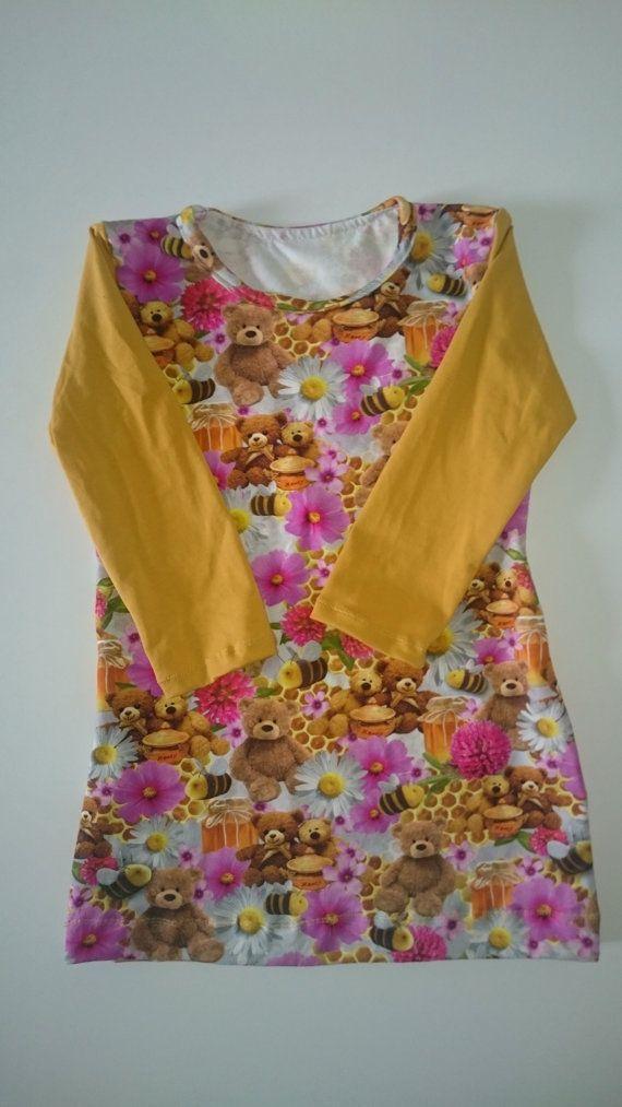 super cute deze jurk met mosterd gele mouwen en beertjes en bijen.