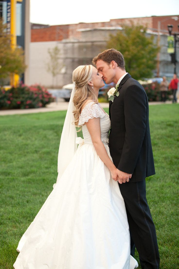 Des Moines Wedding from Amy Allen Photography. Amy does such great work! And we love working with her!
