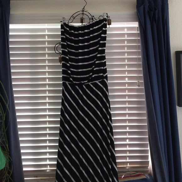 Black and White Stripe Maxi Dress Strapless black and white maxi dress. Slouchy top with straight skirt. Worn only a handful of times. Floor length. Elastic in waist. Olivaceous Dresses Maxi