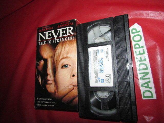 Never Talk To Strangers Antonio Banderas VHS Movie #nevertalktostrangers #antoniobanderas #rebeccademornay #dandeepop #suspense #movie