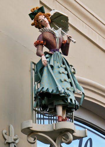 Duett ruházati bolt cégére ( Ecsedi Mária munkája) - Székesfehérvár, Hungary