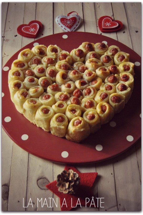 Salé - Coeur feuilleté de petites saucisses : 2 pâtes feuilletées pur beurre * moutarde * fromage râpé * petites saucisses * 1 jaune d'oeuf pour dorer. Rcette sur le site.