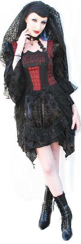 Red Queen's Black Legion dress as worn by Krystal P. Photo by Terri Kennedy.