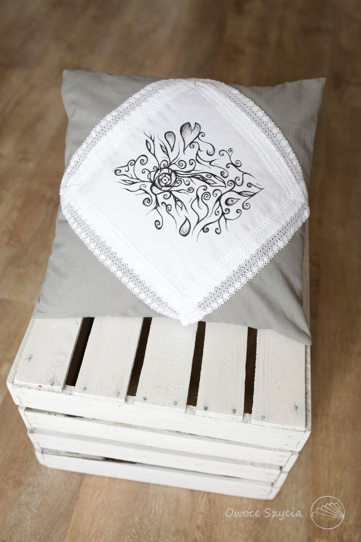#owoceszycia Poduszka handmade, ręcznie malowana | Sewed pillow, hand-painted, grey, bw