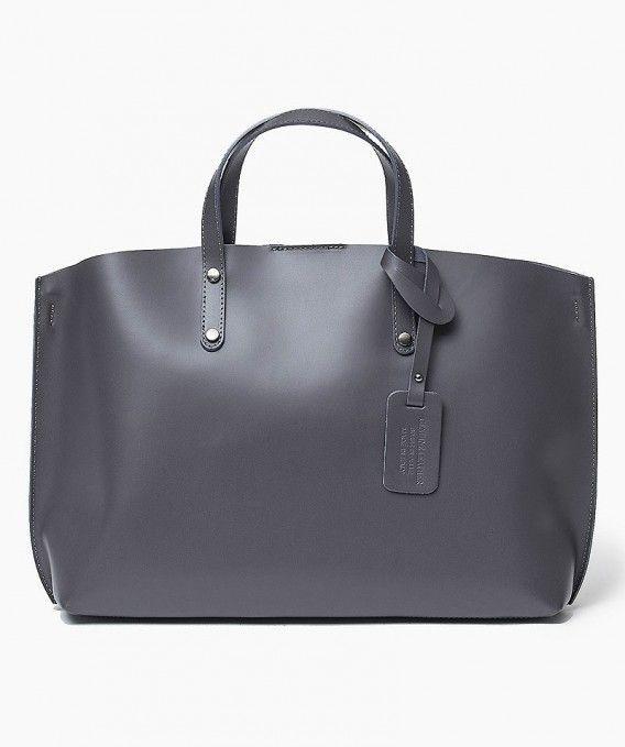 Włoska Torebka Shopper Skórzana szara Oryginalna torba damska włoskiej produkcji (Vera Pelle) wykonana ze skóry naturalnej najwyższej jakości. Skóra miękka, gładka, miła w dotyku. Torebka charakteryzuje się prostą budową. Wewnątrz torebki w obszernej komo