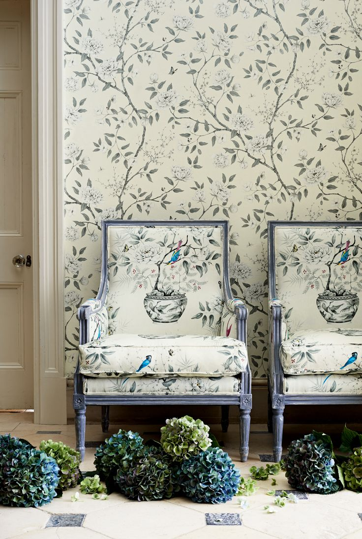 Wallpaper: Romey's Garden 311335 Zoffany.