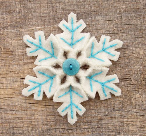 Pink and white  and turquoise and white for Christmas has been hot on Etsy so I made a couple of snowflake pins in those colors. I need to get some soft minty green yarn because that's been showing up in some beautiful treasuries too.