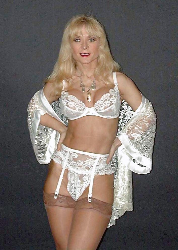 hartley milf women Guarda nina hartley older women younger men su xhamstercom xhamster è il miglior sito video per il porno gratis.