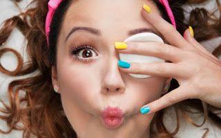 Αφαιρέστε σωστά το αδιάβροχο μακιγιάζ σε 3 βήματα