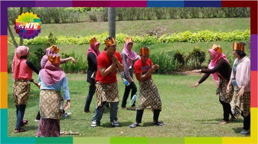 Kursus Speaking Englis Jogja bersama NTC Keseruan Yel-yel Competition di Borobudur