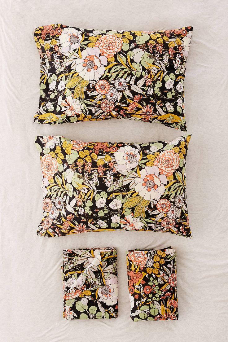 Slide View: 1: Mila Floral Sheet Set