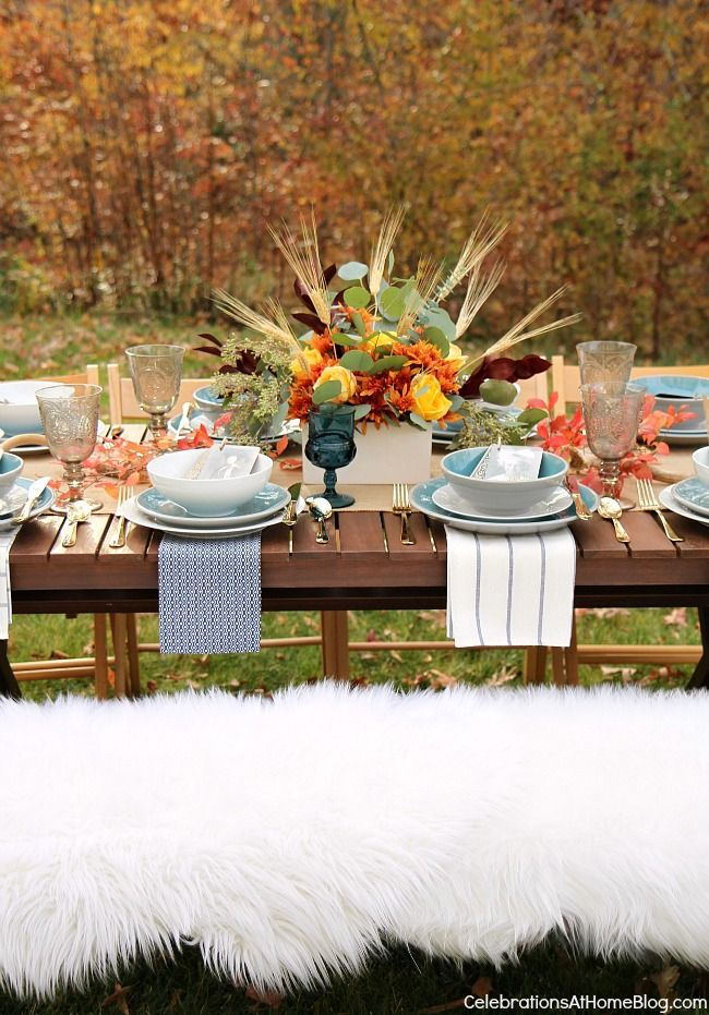 Set a simple and elegant Thanksgiving table