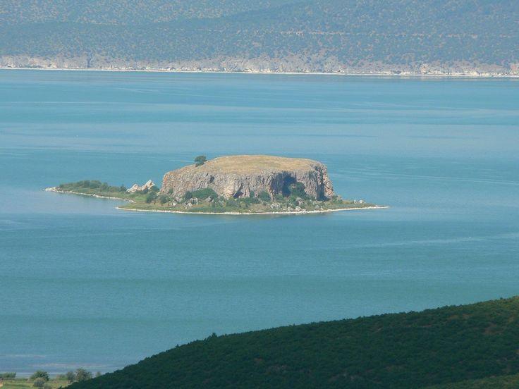 Isola di Maligrad, chiamata anche Isola dei Serpenti, Lago di Prespa, Albania