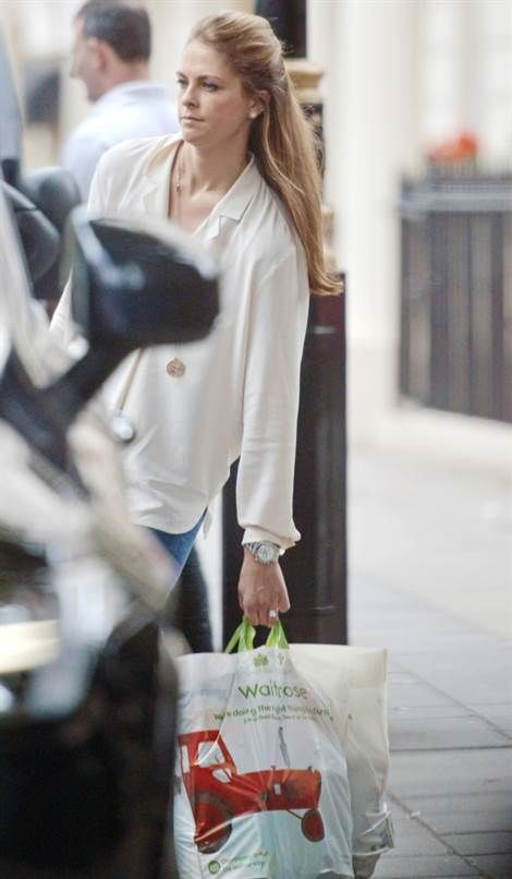 Princess Madeleine & Chris O'Neill were spotted shopping at Waitrose supermarket in London
