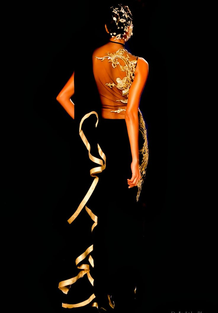 ..... superbly contrasted... my favorite combo.... black and gold