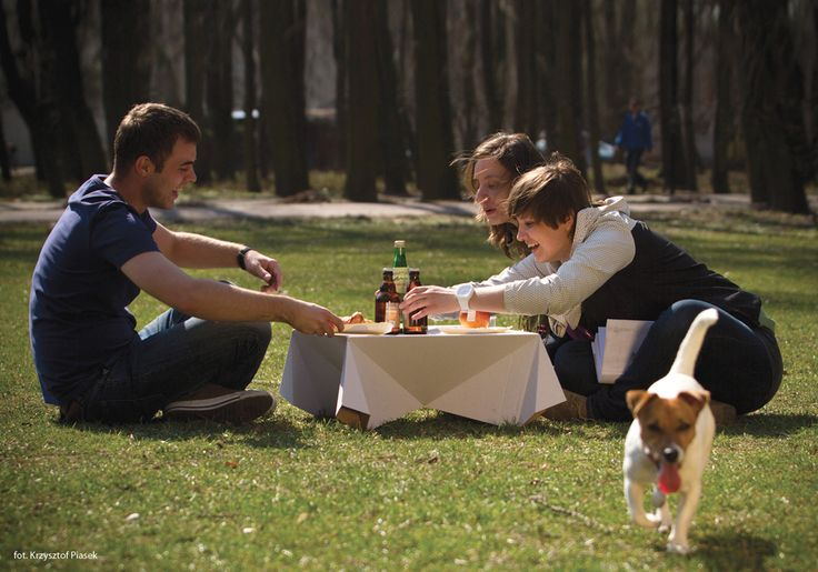 Pic-nic, Marzena Krupa / The Pic-nic is a disposable picnic table. It was designed with urban picnics in mind which means that you can take it along no matter where you go. Owing to the use of corrugated cardboard it is light and cheap, while at the same time remaining rigid enough to be used for its intended purpose. In addition, graphics or advertisements can be drawn or printed on its surface. The cardboard used for its manufacture is obtained through recycling and may be reused once…