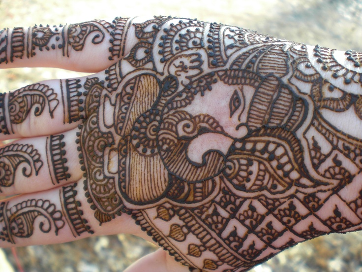 Close up of Ganesh henna by dyp ( kaci) of kc henna