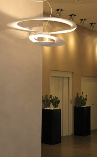 Artemide Pirce – pendant light with a charm
