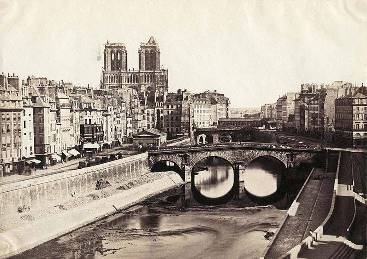 Superbe photo de Paris en 1850 Photo anonyme >>> Look how low the level of the Seine is! I've never seen it like this.