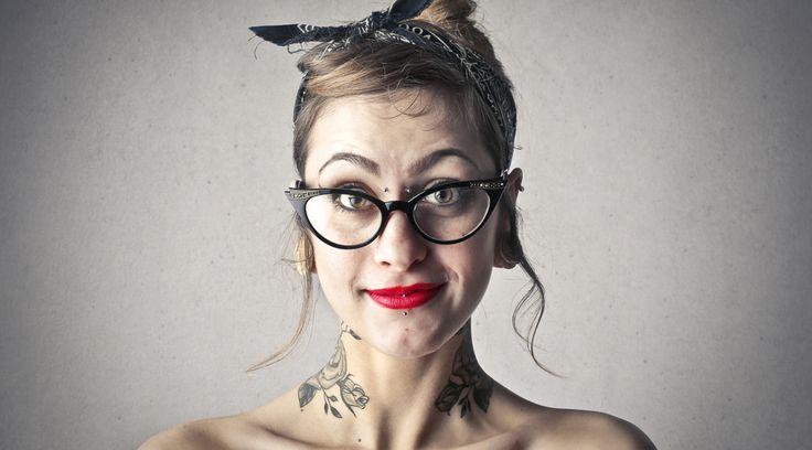 Wenn Dir ein Lippenpiercing zu langweilig oder ein Septumpiercing zu mainstream ist, ist vielleicht das Bridge-Piercing etwas für Dich: http://www.erdbeerlounge.de/beauty/schoene-haut/tattoos-piercings/bridge-piercing-der-stich-zwischen-den-augen/