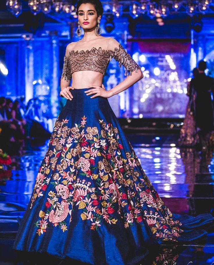 Gorgeous Manish Malhotra lehenga showcased at India Couture Week '16